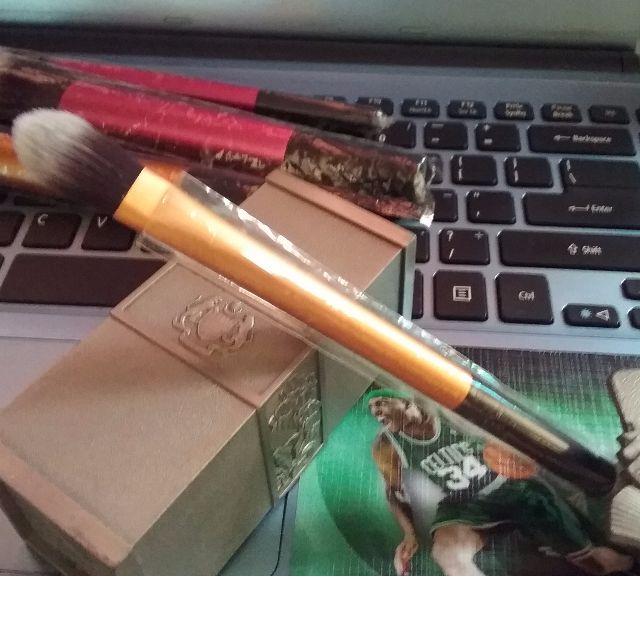 *Like_RT_But_Not* - Kabuki Pointed Foundation Brush