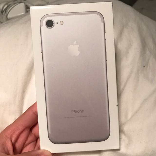 NEW iPhone 7 Silver 32GBs