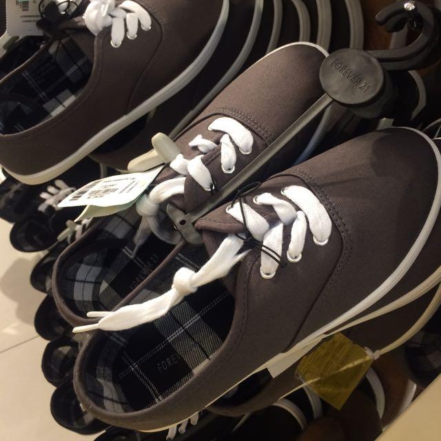 Sepatu Forever 21