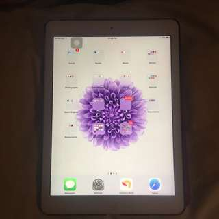 Silver Ipad Air 32 GB