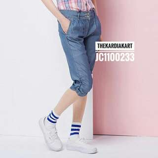 JC1100233 Women's Knee-length Cropped Jeans