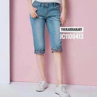 JC1100413 Women's Knee-length Cropped Jeans