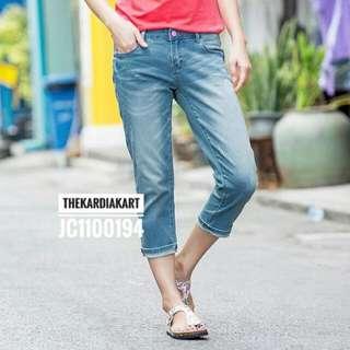 JC1100194 Women's Capri Jeans