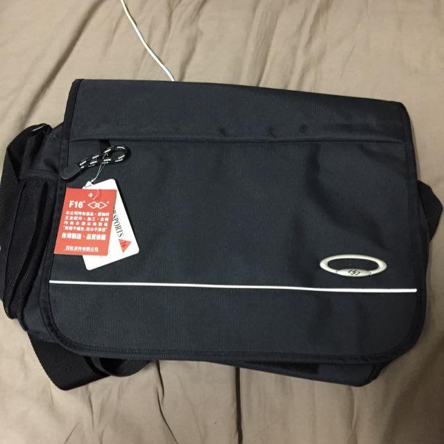 實用側背包