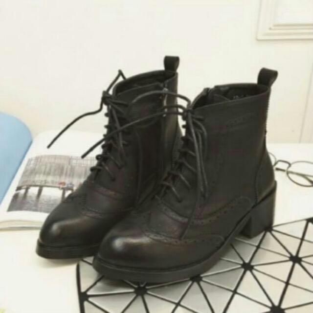 #出清秋靴--黑色雕花靴