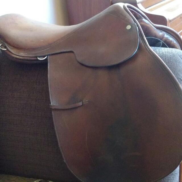 Close Contact Saddle