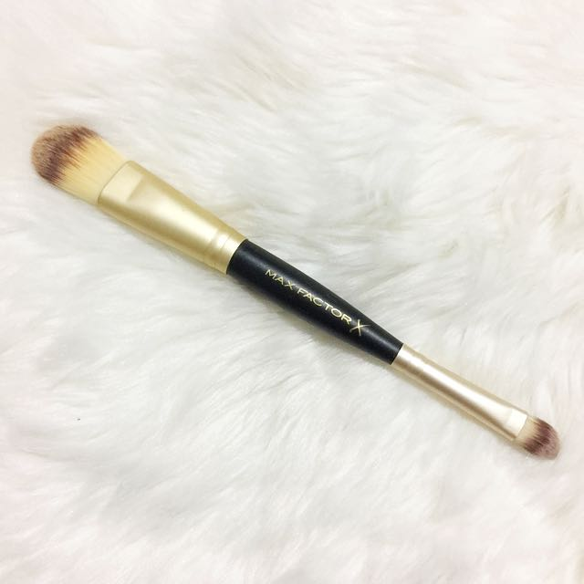 Max Factor Dual Foundation and Concealer Brush
