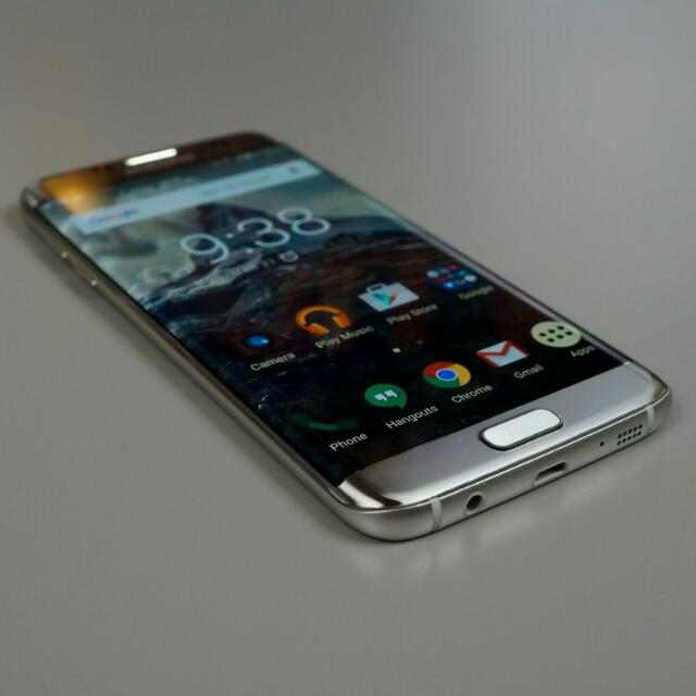 SAMSUNG Galaxy S7 Edge Silver Color (Condition: 99% Good, No Faulty No Scratches No Dented, Looks Like Brand New, Warrenty 6 Mnths Left) Wireless Charger Will Be Given Away