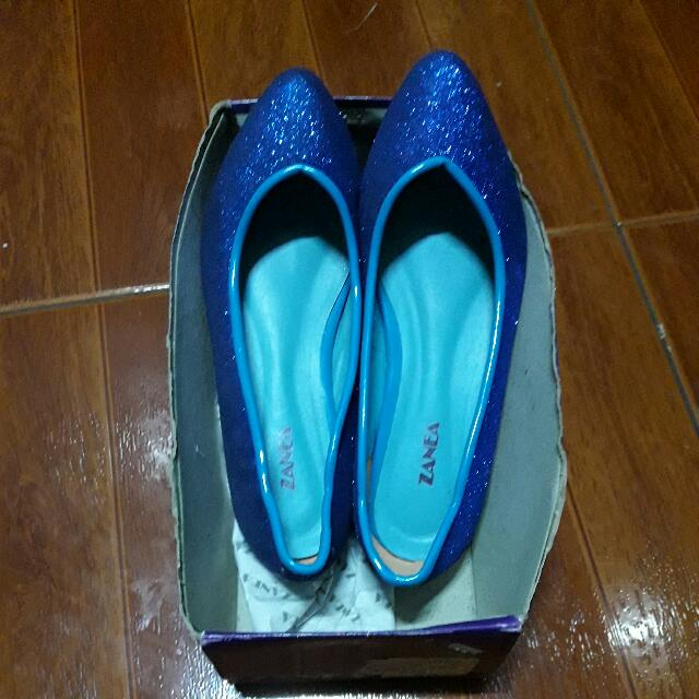 zanea blue glittered shoes size 7.