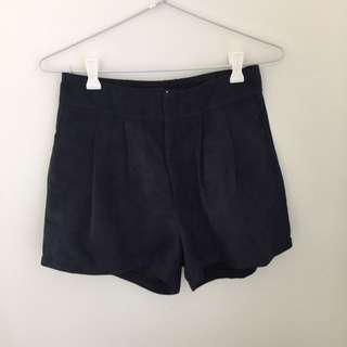 Gingham And Heels Shorts SIZE: 8