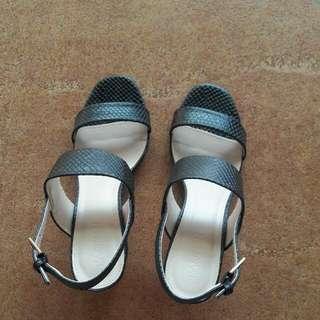 Brand New Parisian Sandals size 9 (no box)