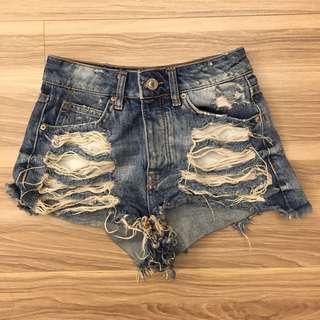 Bershka 高腰顯瘦牛仔短褲 size:32