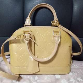 d0bb8e779309 Pre-loved (Limited Edition) Authentic Louis Vuitton Alma BB Mini