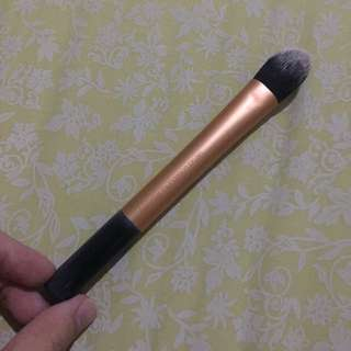 Real Technique Essential Foundation Brush
