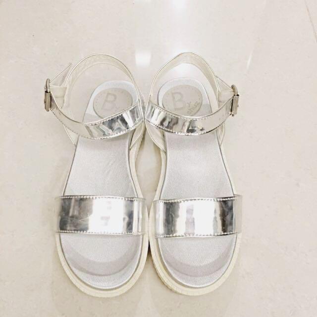 韓~近全新新款銀色涼鞋