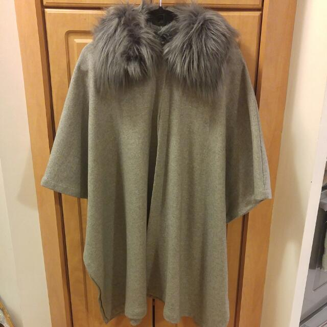 Forever 21 Cape Coat W/ Faux Fur Collar