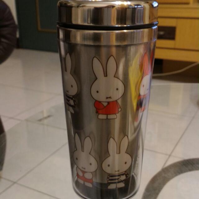 Miffy手拿杯