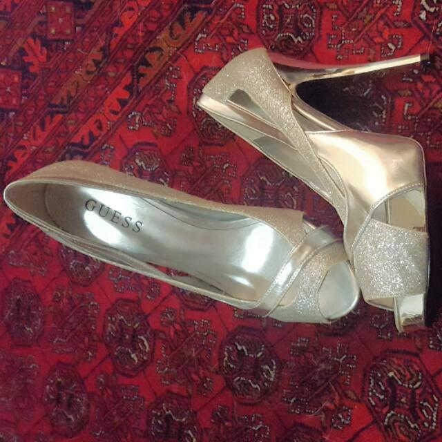 New GUESS heels Size 8