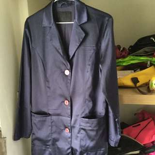 寶藍色絲質外套