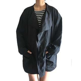 Light jacket with hood in Black