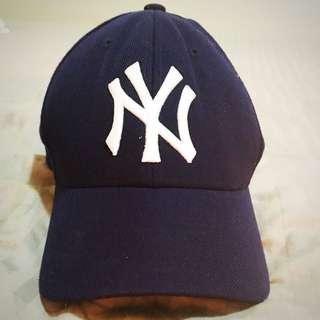 NY cap (replica)
