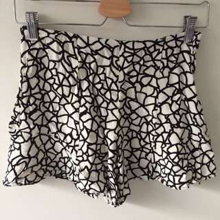 Zara Shorts Black And White