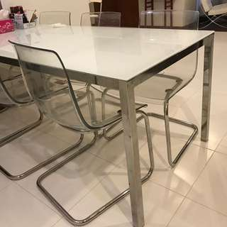 Torsby 6-8 seater glass Table