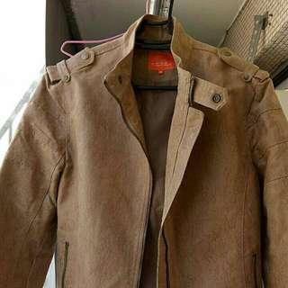 很有型的ANGEL外套,尺寸太小穿不下了@@