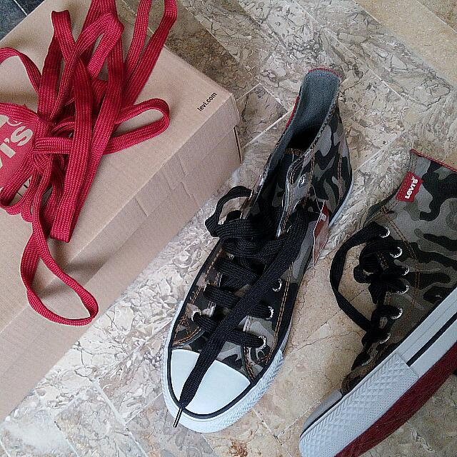SALE -- Authentic Levis Shoes - Army For Girl