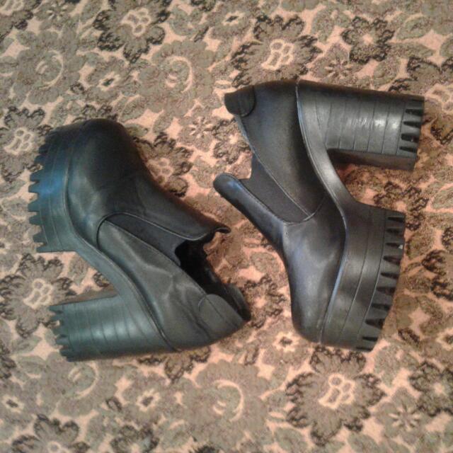 Black Heels/boots