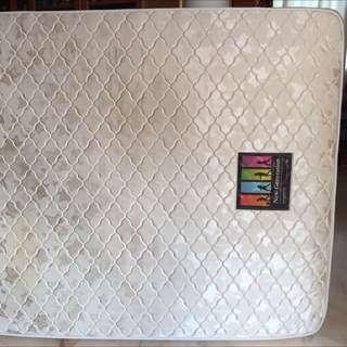 Queen mattress (Spring) - 1yr Old