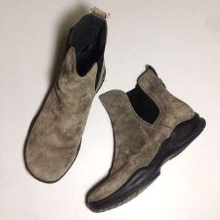 Clarks 麂皮鬆緊靴