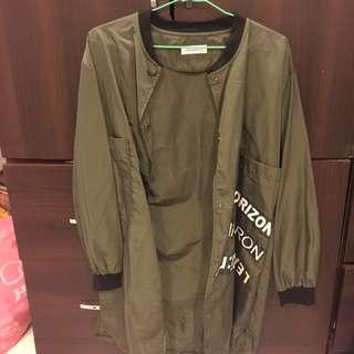 軍綠長風衣
