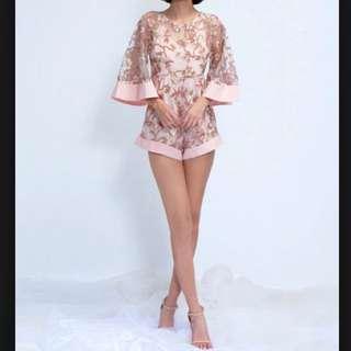 粉紅雕花寬袖連身褲