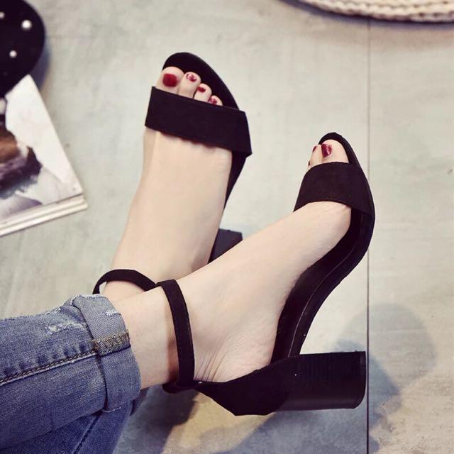 黑色絲絨高跟鞋