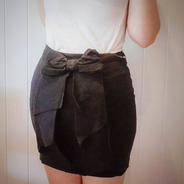 Bardot bow skirt size 10
