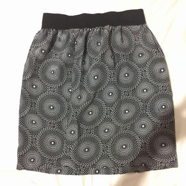 flare skirt motif