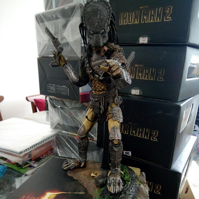 RESERVED..HOT TOYS CLEANER Kit Predator....Loose No Box...what U SEE Is What U Get.....
