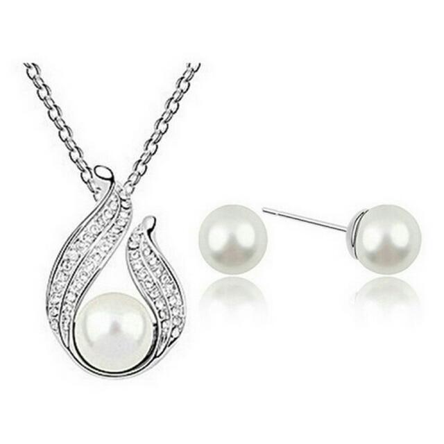 Pearl chian necklace and studs set