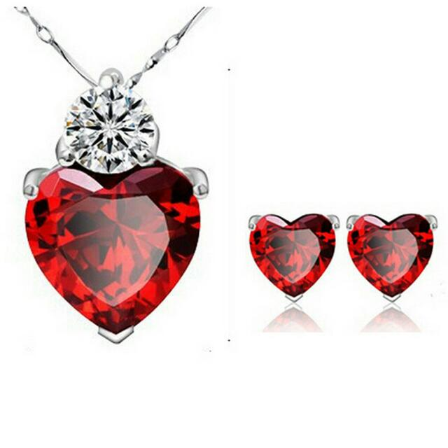 Red crystal heart necklace set