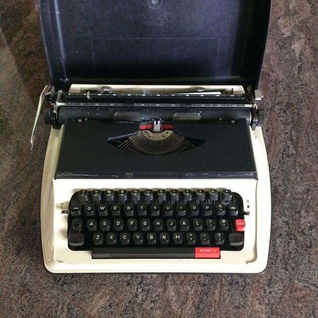 (Reserved) Royal Typewriter