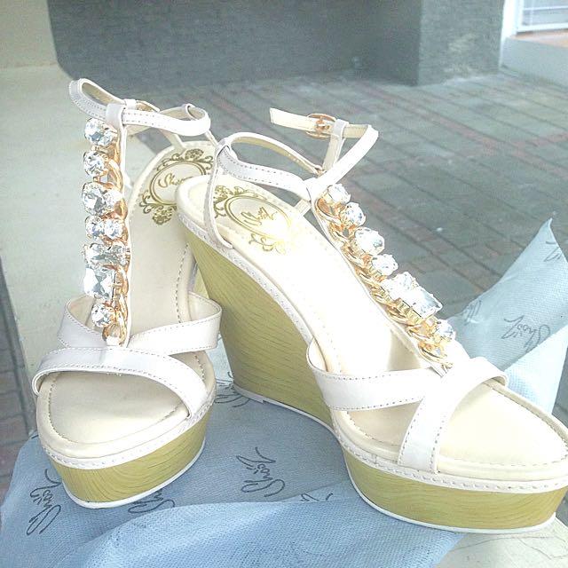 Sepatu Wedges Batu Berlian Imitasi Kualitas Bagus