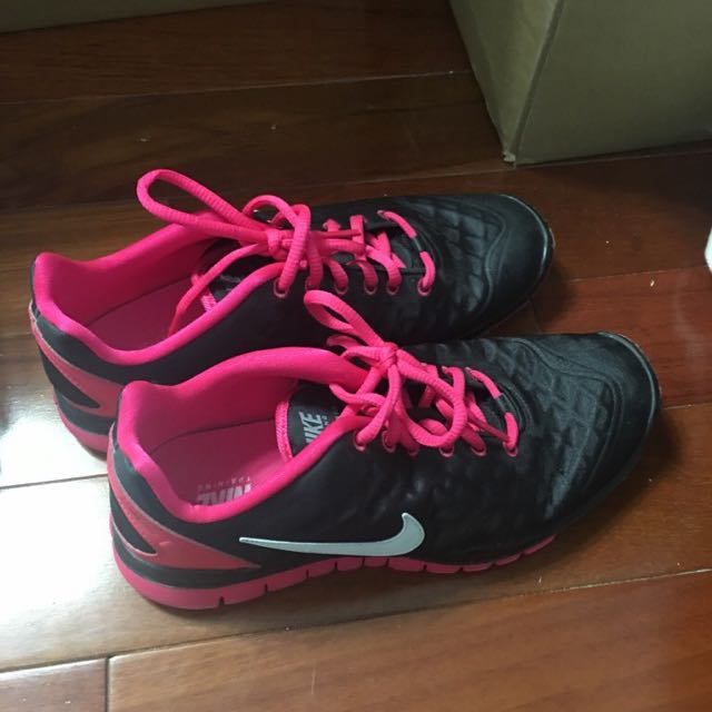 SIZE 7.5 PINK AND BLACK NIKE RUNNERS