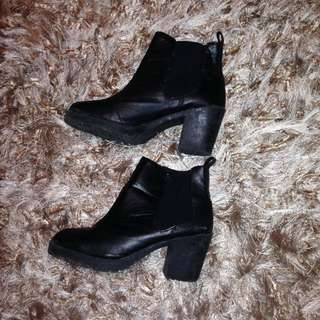 Chunky Black Boot -pleather