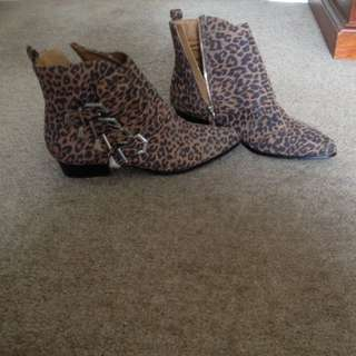 Leopard Color Pointed Shoes