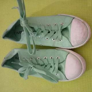 Pale Green Casual Runners