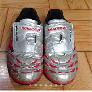 DIADORA兒童足球鞋