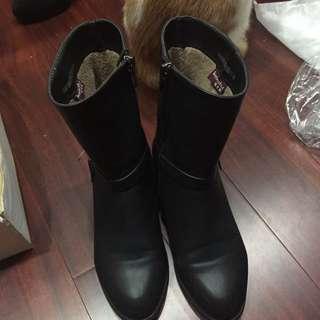 含運 柯卡芙 短靴 23號