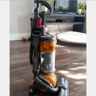 DYSON DC24 SMALL BALL BAGLESS VACUUM in great working condition