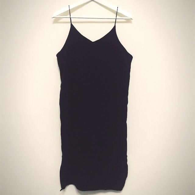 韓系質感側開叉黑色細肩帶小洋裝